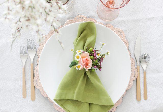 Create Napkin Rings Using Fresh Florals