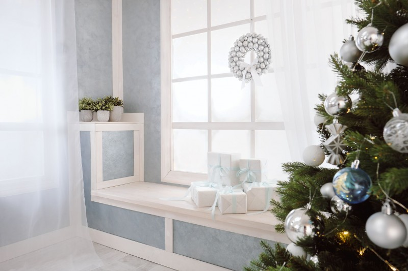 15 Window Decor Ideas For A Festive Christmas
