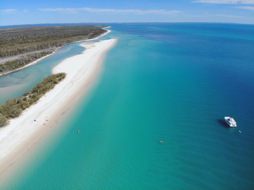 Fraser Island: Beach and Aussie BBQ Cruise from Hervey Bay