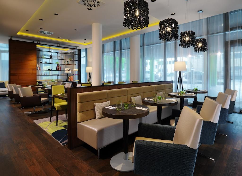 Courtyard by Marriott Cologne features free WiFi throughout the property. This centrally located hotel is just 901 meters from Cologne Cathedral.