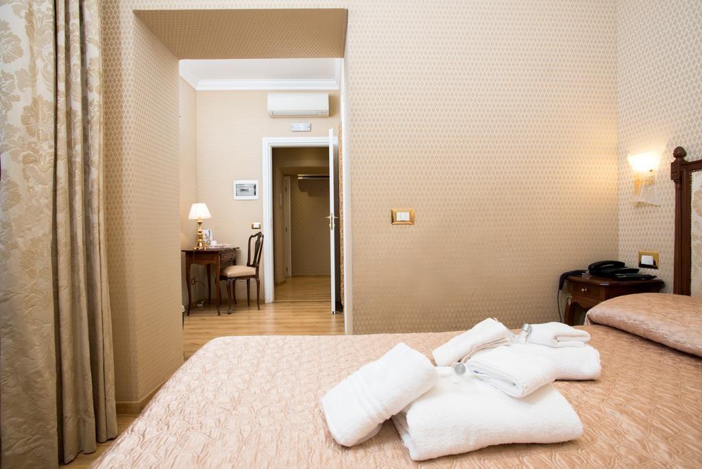 Trevi Luxury Rooms Rome Hotels Katalay Net