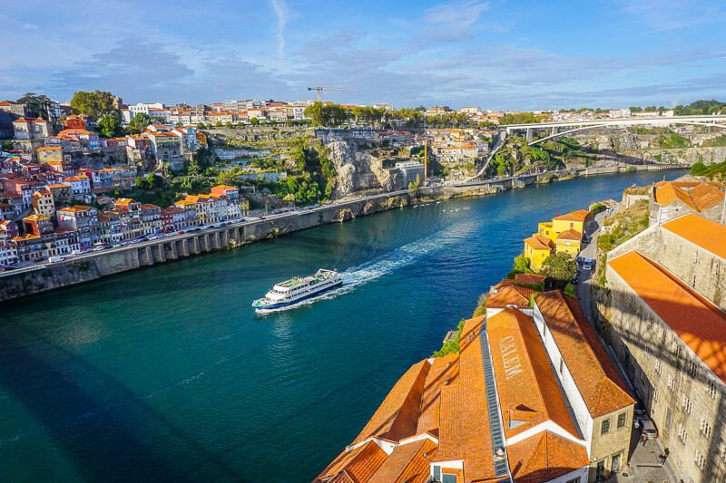 Porto: City Train Tour, River Cruise & Wine Cellar